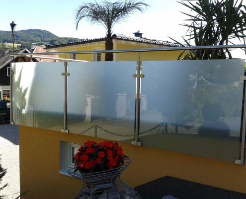 Glas- und Stahlbalkon aus dem Hause Hillerzeder