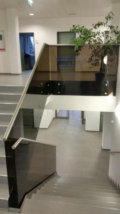 Stiegengeländer aus Glas und Stahl - Hillerzeder aus dem Salzburger Land