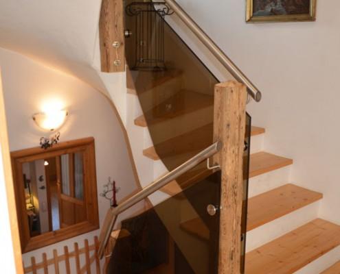 Altholz Säule Stiegengeländer mit Glas
