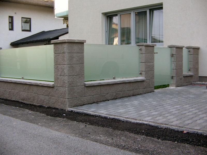 Terasse Mit Steinmauer Und Milchglas Hillerzeder